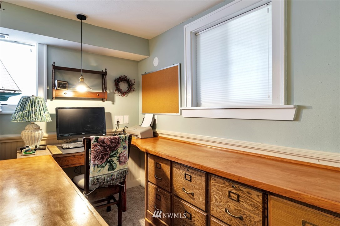Sold Property | 621 NE 78th Street Seattle, WA 98115 26