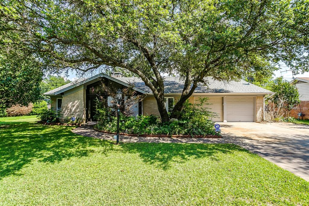 Pending | 1231 Crestwood Drive Cleburne, Texas 76033 1