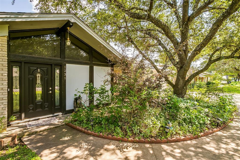 Pending | 1231 Crestwood Drive Cleburne, Texas 76033 2