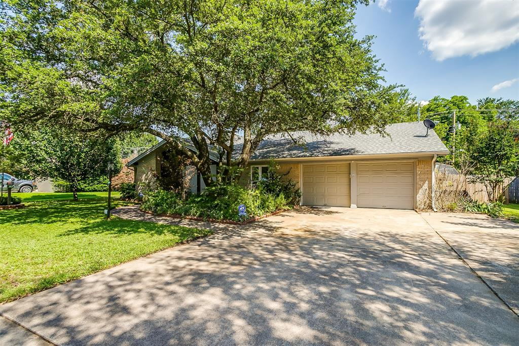 Pending | 1231 Crestwood Drive Cleburne, Texas 76033 3