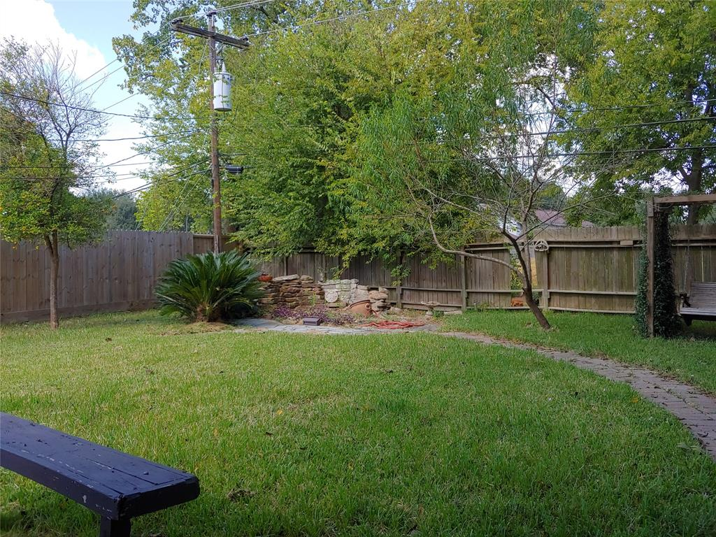 Pending | 5822 Silver Forest Drive Houston, Texas 77092 18