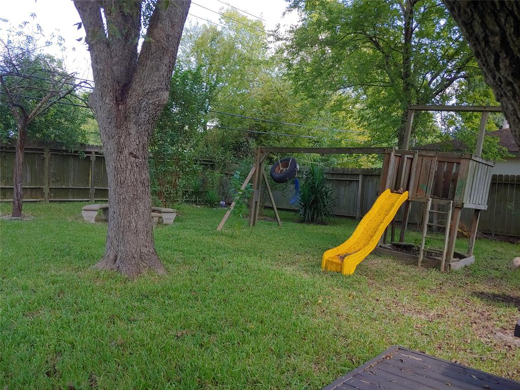 Pending | 5822 Silver Forest Drive Houston, Texas 77092 19
