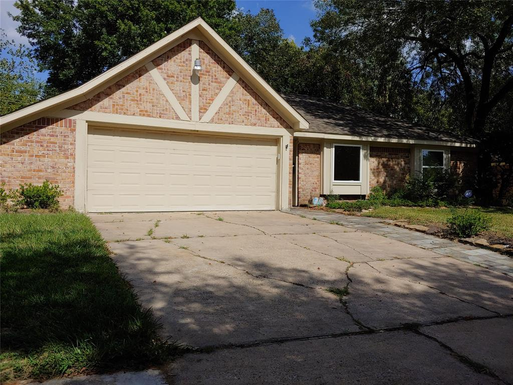 Pending | 5822 Silver Forest Drive Houston, Texas 77092 2