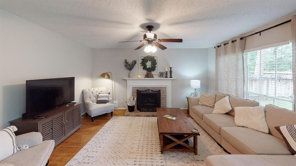 Off Market | 26 Summithill Place The Woodlands, Texas 77381 2