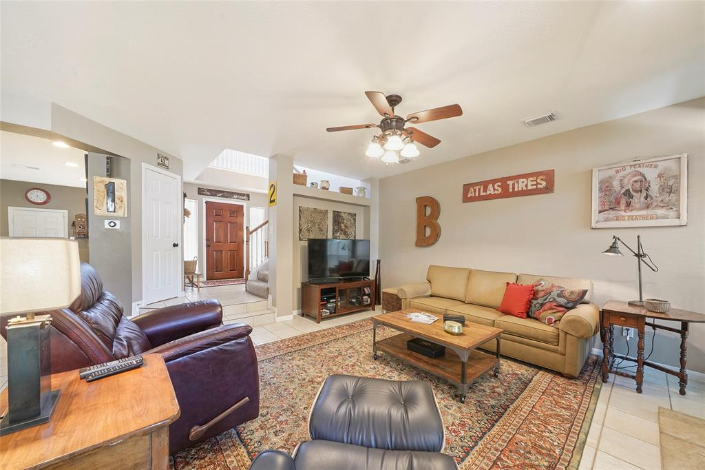 Pending | 26 Endor Forest Place The Woodlands, Texas 77382 9