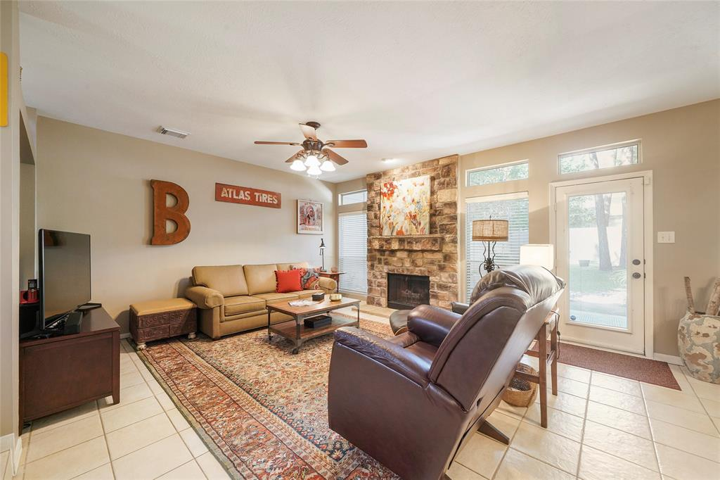 Pending | 26 Endor Forest Place The Woodlands, Texas 77382 10