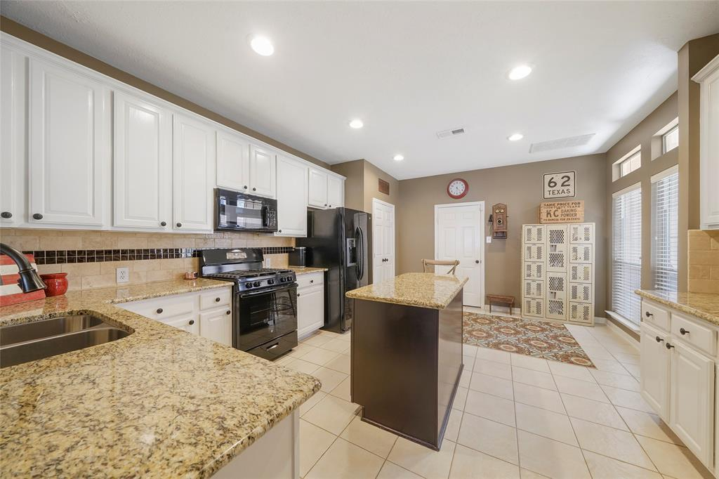 Pending | 26 Endor Forest Place The Woodlands, Texas 77382 11