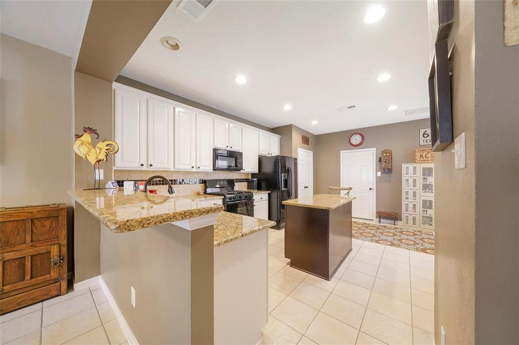 Pending | 26 Endor Forest Place The Woodlands, Texas 77382 12