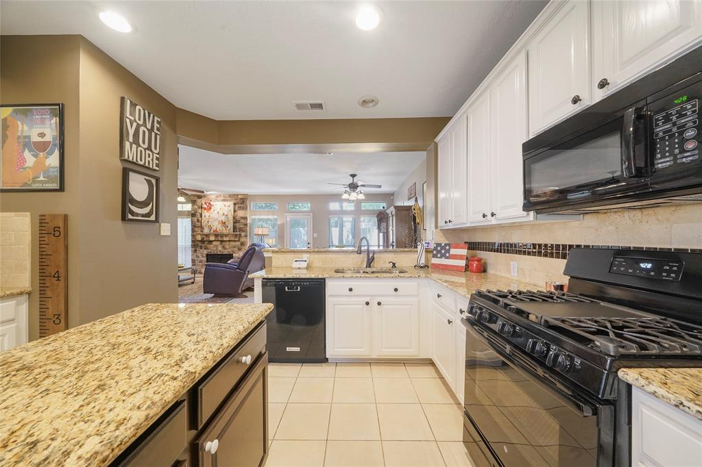 Pending | 26 Endor Forest Place The Woodlands, Texas 77382 13