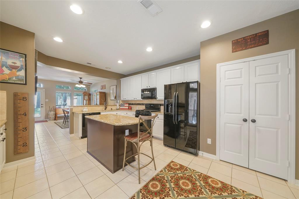 Pending | 26 Endor Forest Place The Woodlands, Texas 77382 14