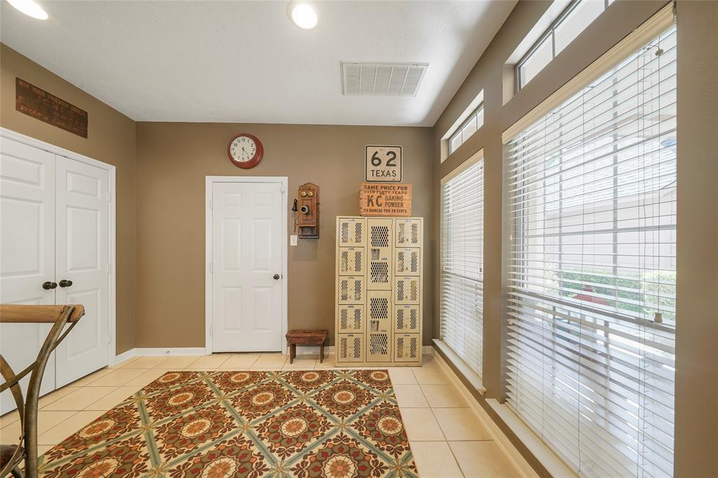 Pending | 26 Endor Forest Place The Woodlands, Texas 77382 16