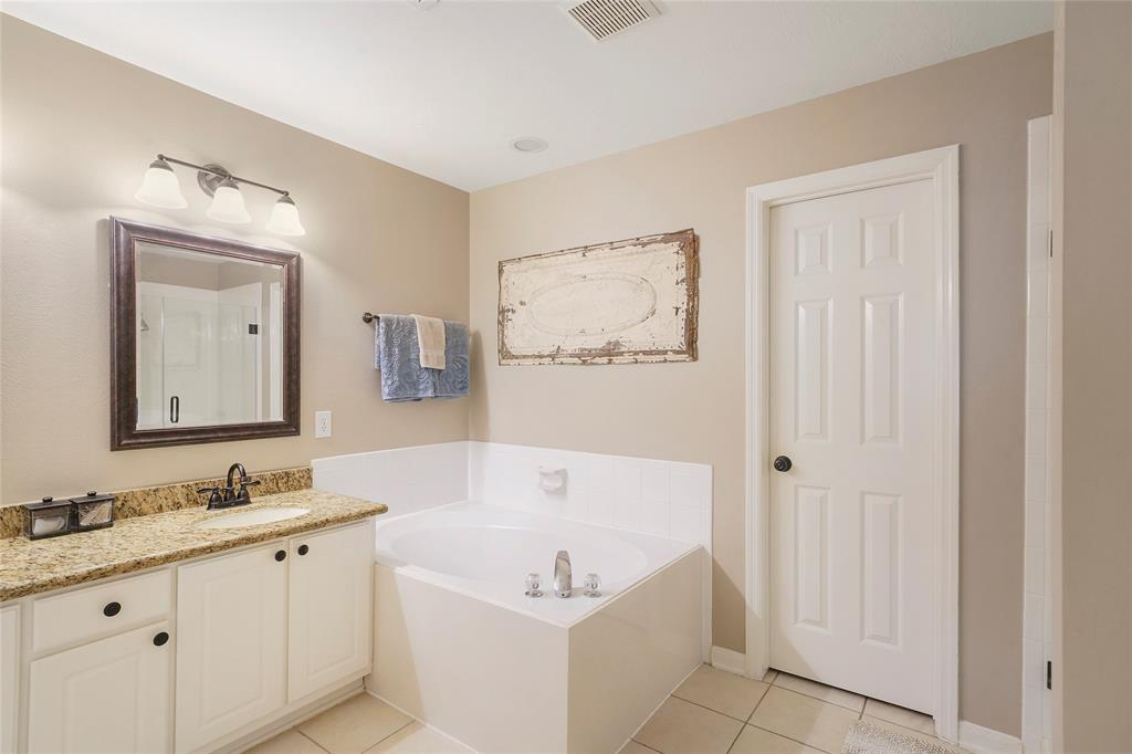 Pending | 26 Endor Forest Place The Woodlands, Texas 77382 27