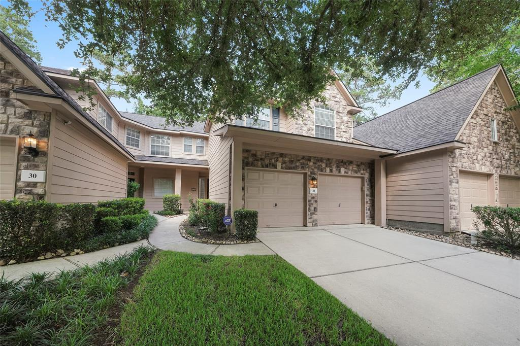 Pending | 26 Endor Forest Place The Woodlands, Texas 77382 2