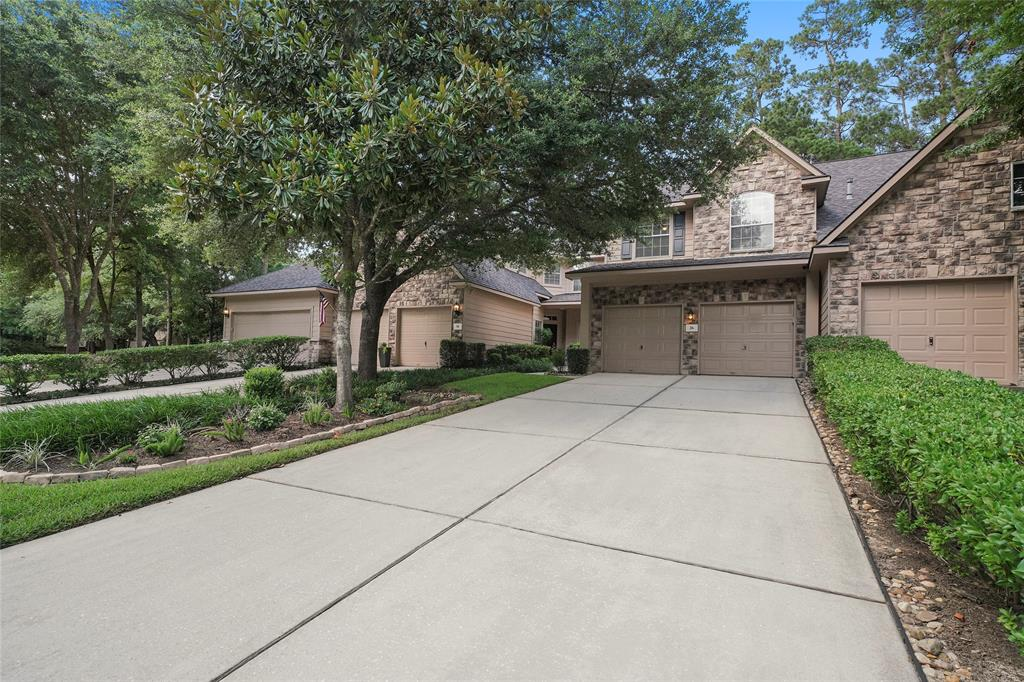 Pending | 26 Endor Forest Place The Woodlands, Texas 77382 3