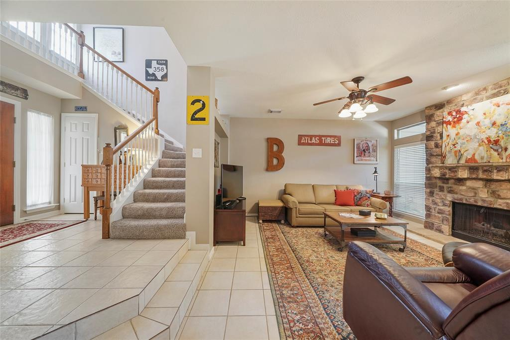 Pending | 26 Endor Forest Place The Woodlands, Texas 77382 5