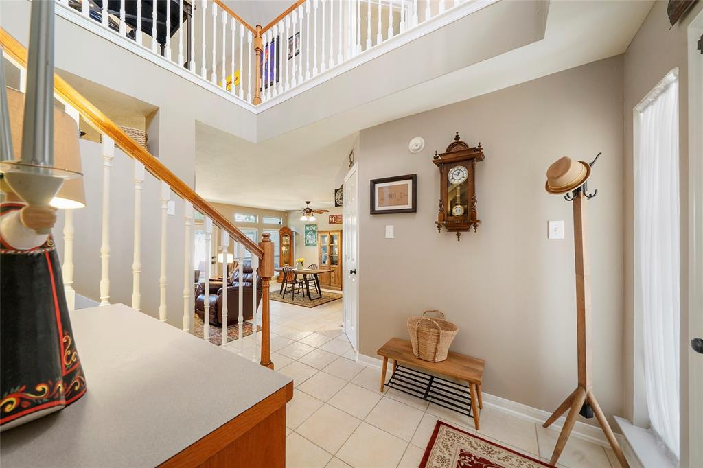 Pending | 26 Endor Forest Place The Woodlands, Texas 77382 6