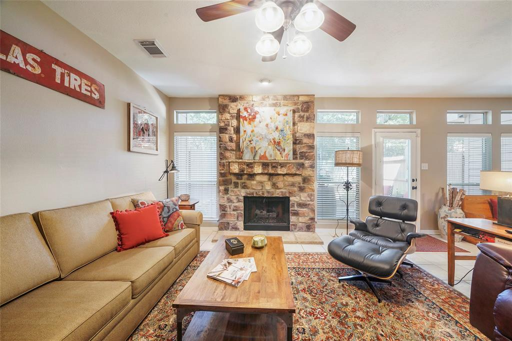Pending | 26 Endor Forest Place The Woodlands, Texas 77382 7