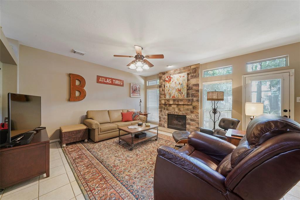 Pending | 26 Endor Forest Place The Woodlands, Texas 77382 8