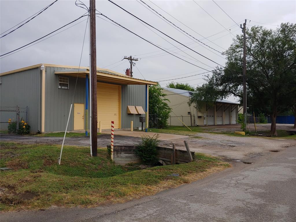 Pending | 11206 Craighead Drive Houston, Texas 77025 10