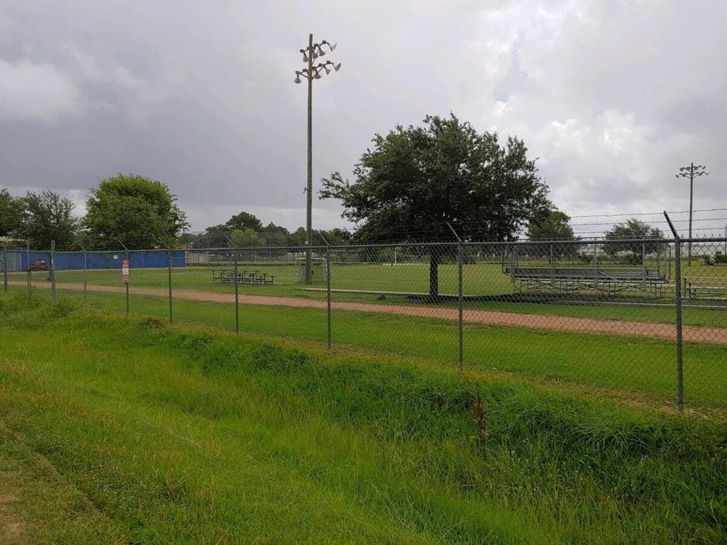Pending | 11206 Craighead Drive Houston, Texas 77025 5