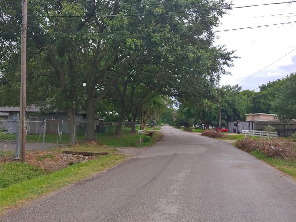 Pending | 11206 Craighead Drive Houston, Texas 77025 7