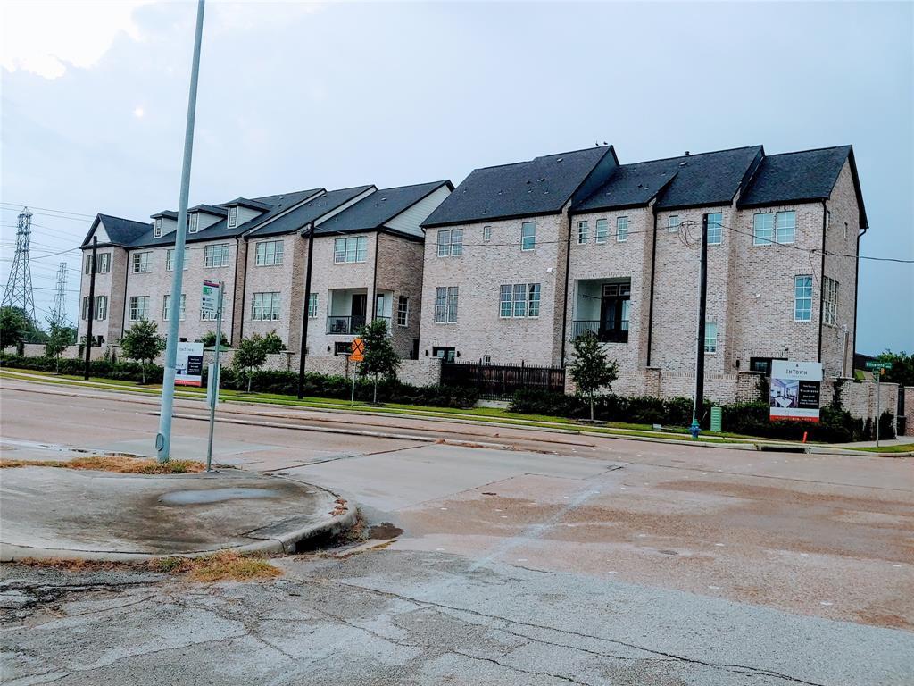 Pending | 11206 Craighead Drive Houston, Texas 77025 8