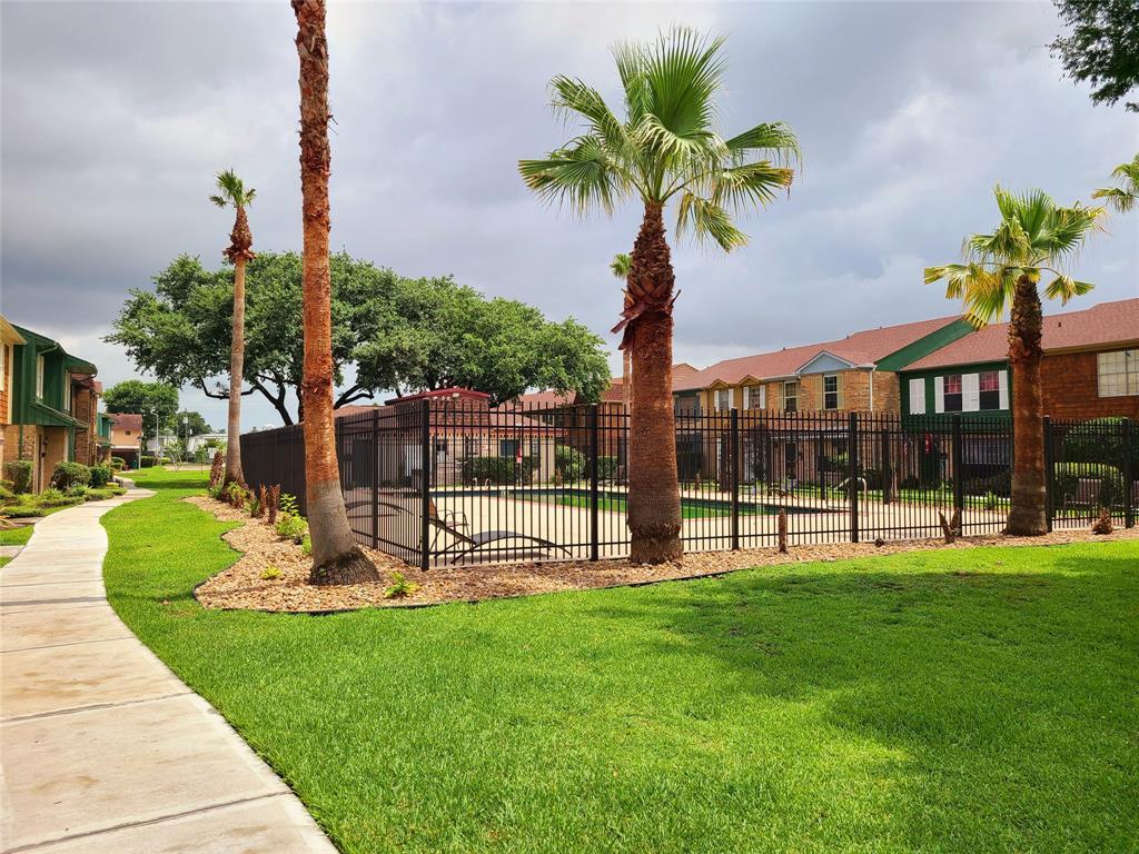 Off Market | 1053 Willow Oaks Circle Pasadena, Texas 77506 2