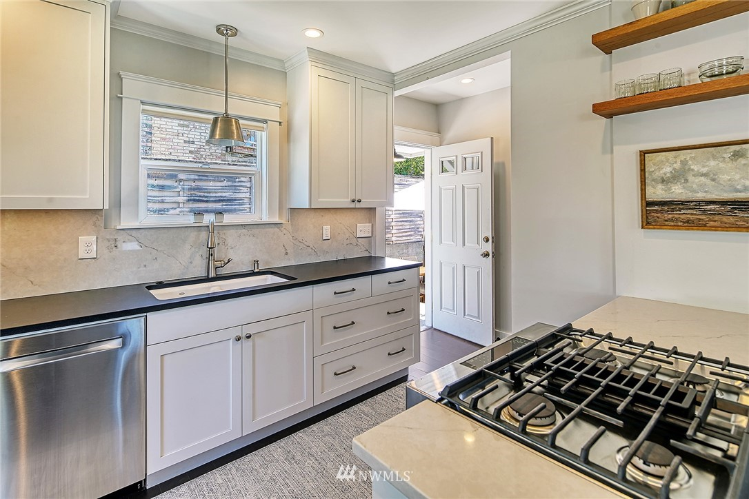 Sold Property   2917 W Boston Street Seattle, WA 98199 3