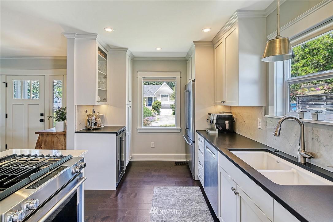 Sold Property   2917 W Boston Street Seattle, WA 98199 4