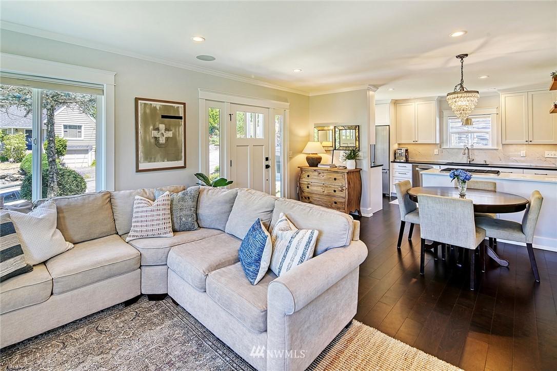 Sold Property   2917 W Boston Street Seattle, WA 98199 7
