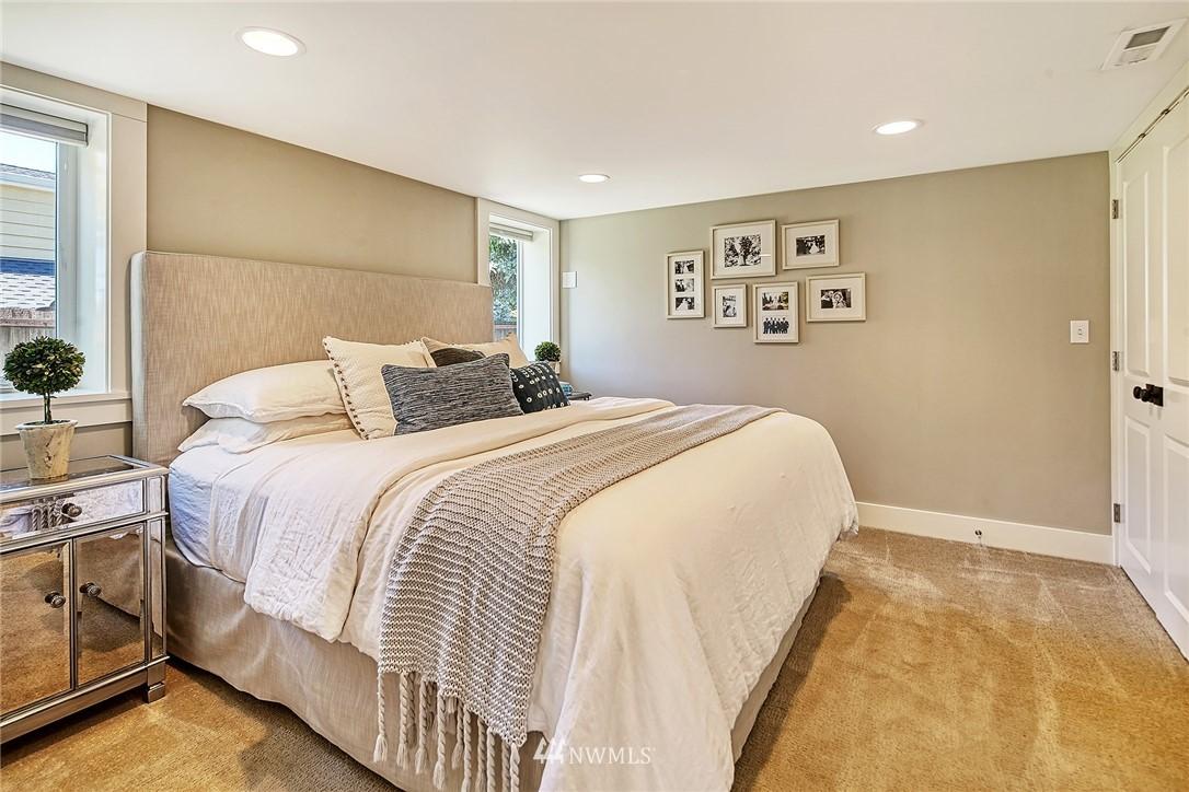 Sold Property   2917 W Boston Street Seattle, WA 98199 11