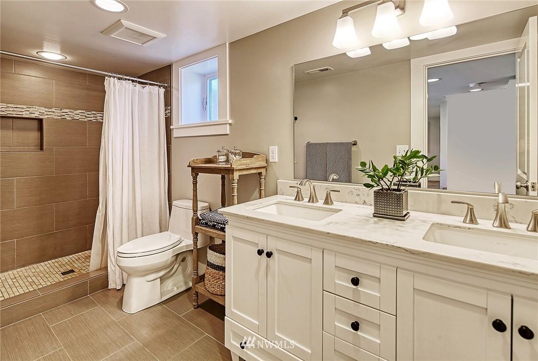 Sold Property   2917 W Boston Street Seattle, WA 98199 12