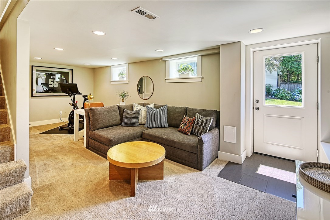 Sold Property   2917 W Boston Street Seattle, WA 98199 15