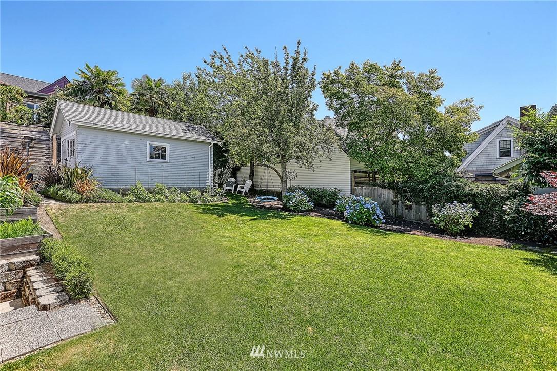 Sold Property   2917 W Boston Street Seattle, WA 98199 17