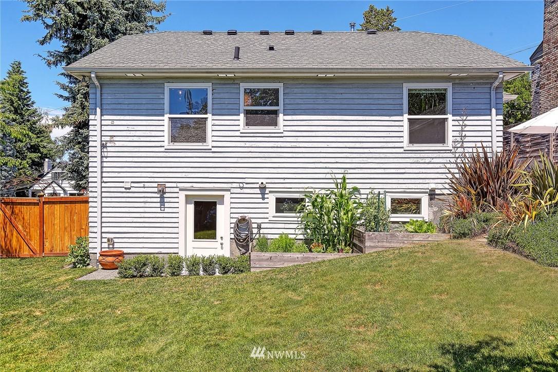 Sold Property   2917 W Boston Street Seattle, WA 98199 18