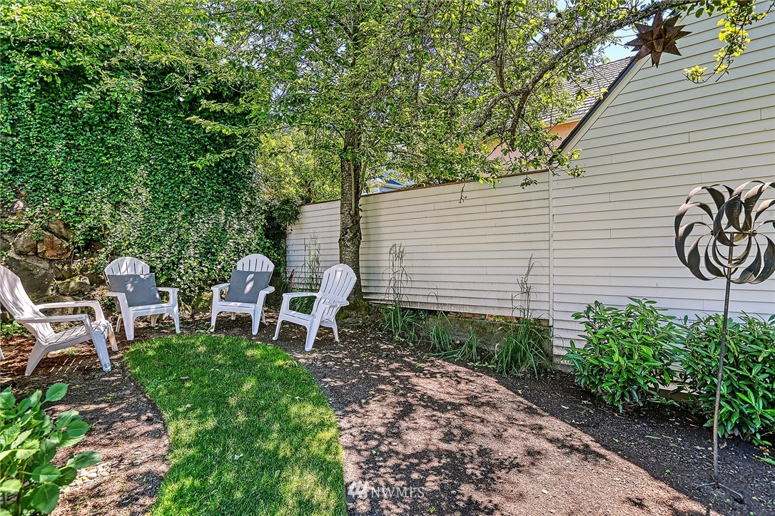 Sold Property   2917 W Boston Street Seattle, WA 98199 19