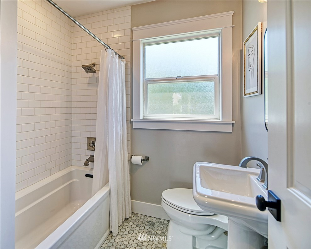 Sold Property   2917 W Boston Street Seattle, WA 98199 9