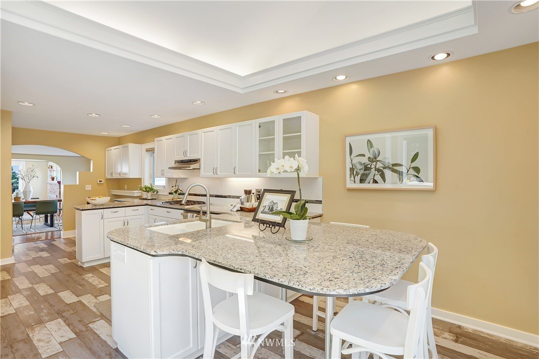 Sold Property | 6736 39th Avenue SW Seattle, WA 98136 12