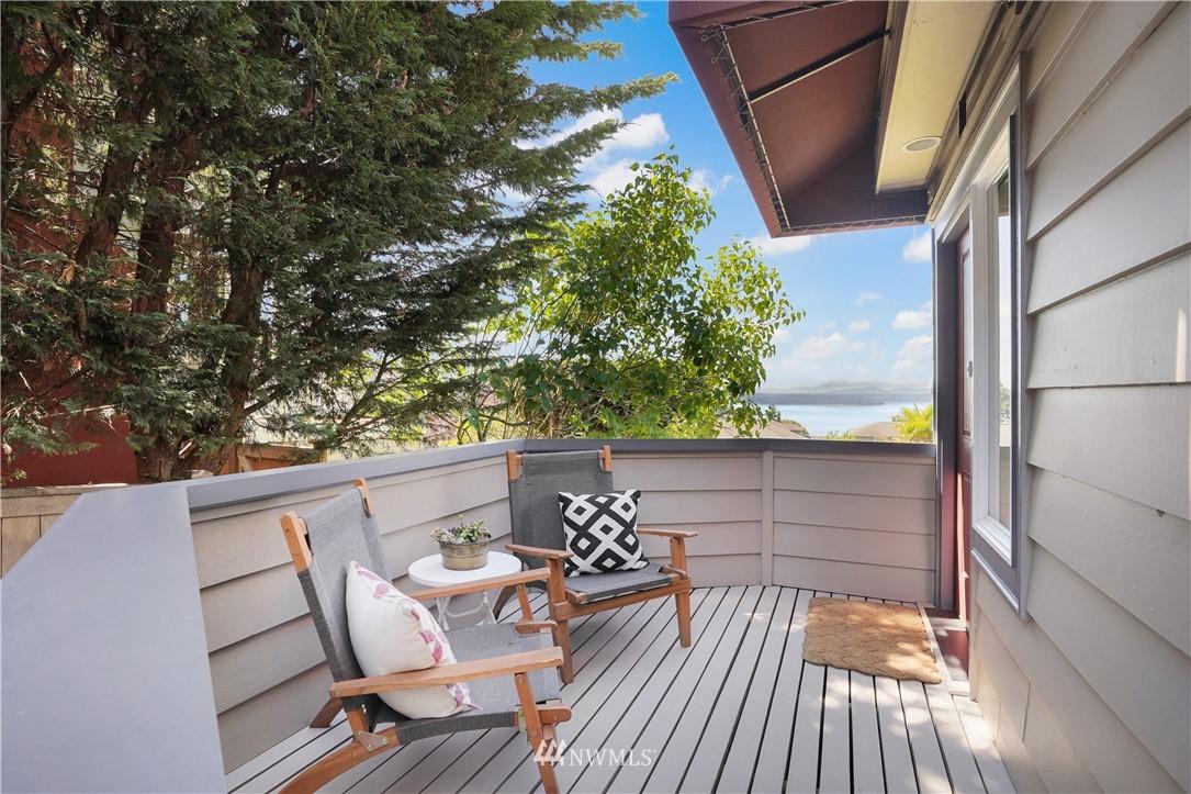 Sold Property | 6736 39th Avenue SW Seattle, WA 98136 4