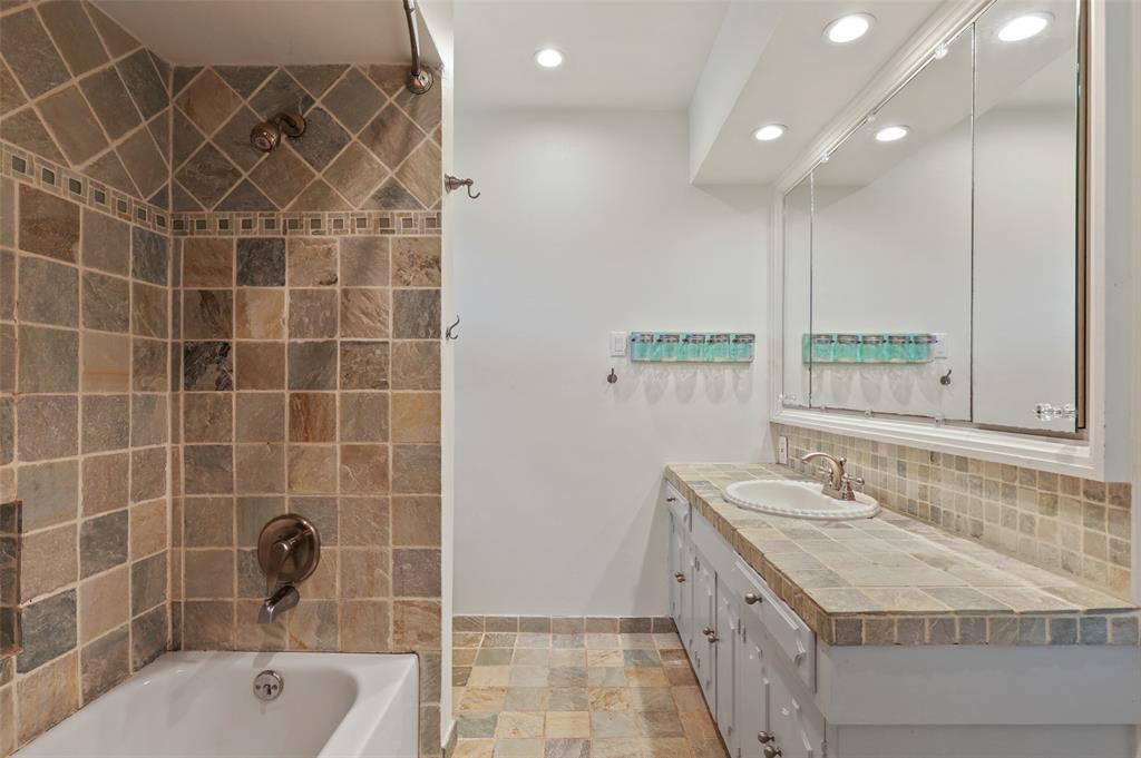 Sold Property | 6609 Ridgeview Circle Dallas, Texas 75240 24