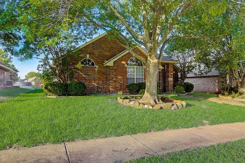 Pending | 10021 Danbury Drive Frisco, Texas 75035 11