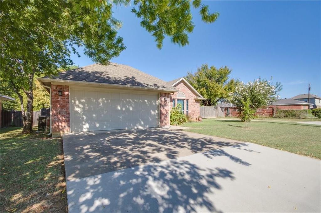 Pending | 229 S Lakeview Drive Lake Dallas, Texas 75065 1