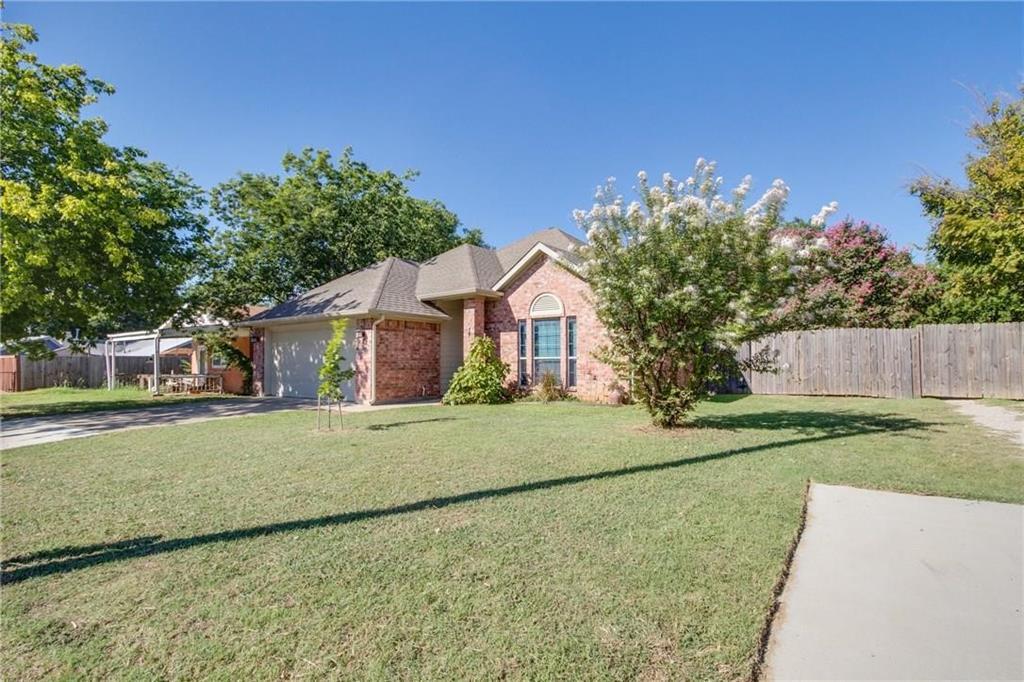 Pending | 229 S Lakeview Drive Lake Dallas, Texas 75065 2