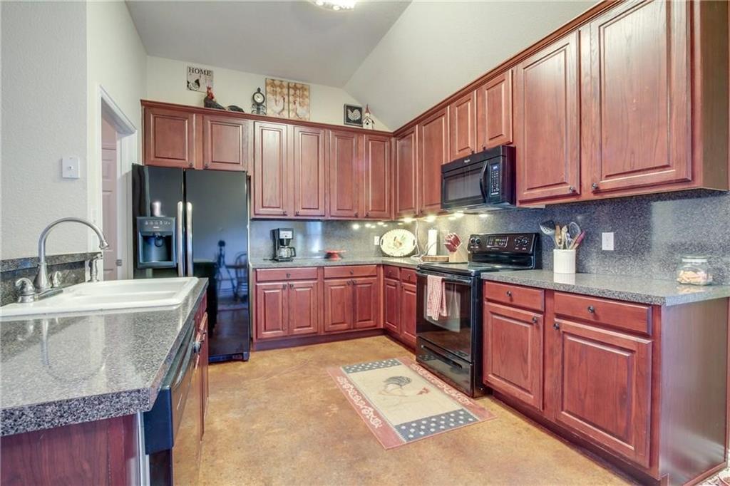 Pending | 229 S Lakeview Drive Lake Dallas, Texas 75065 3