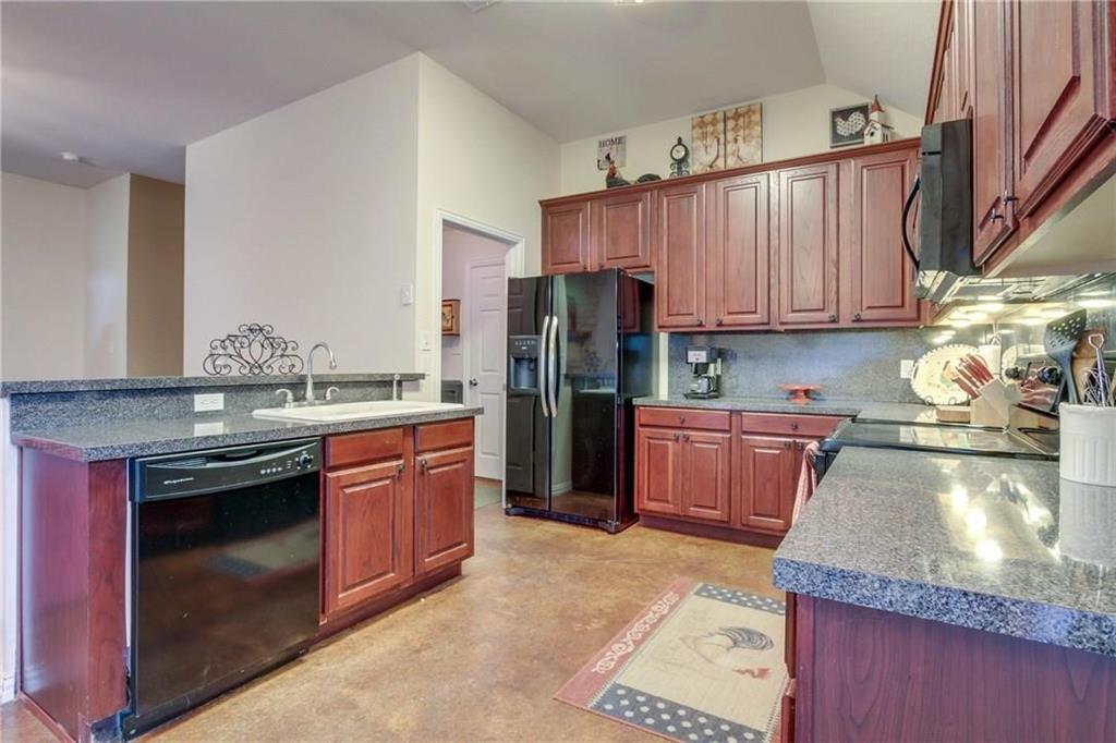 Pending | 229 S Lakeview Drive Lake Dallas, Texas 75065 4