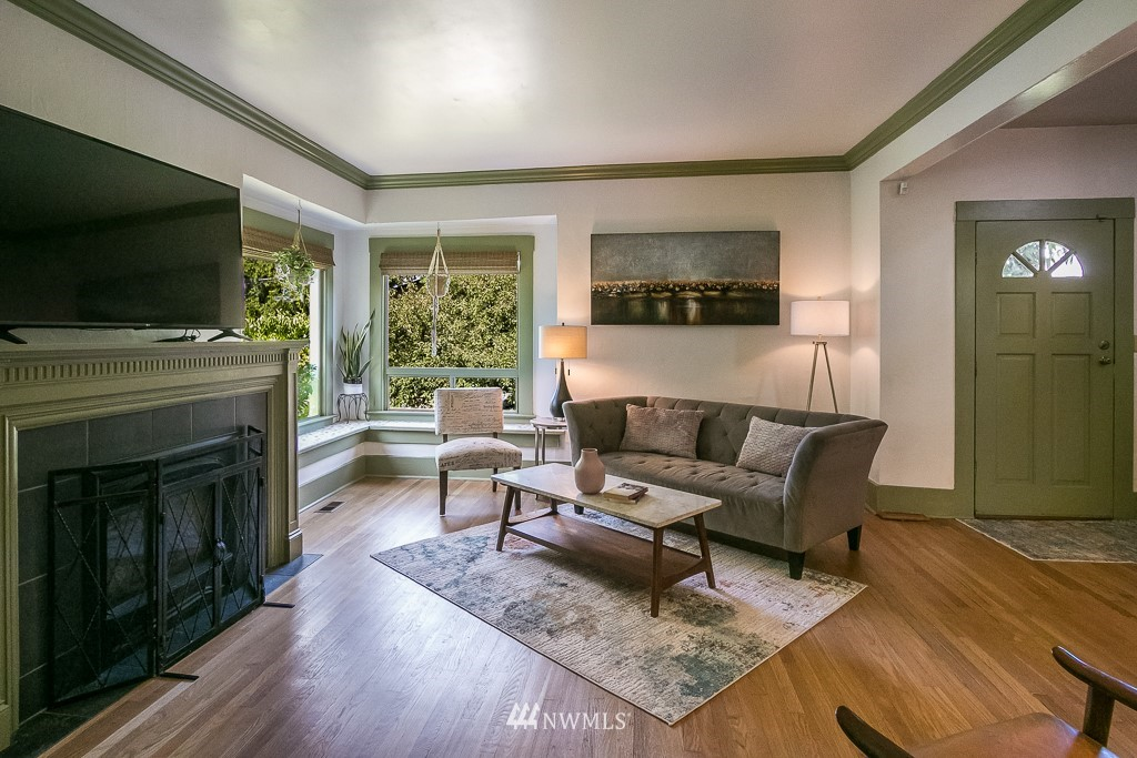 Sold Property | 4030 Evanston Avenue N Seattle, WA 98103 4