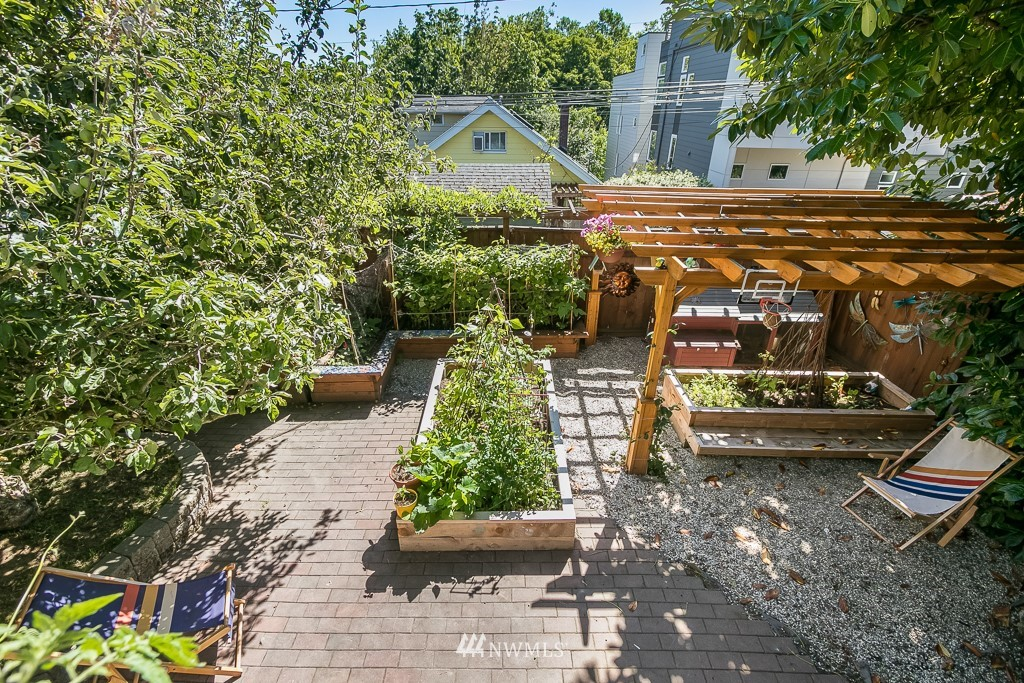 Sold Property | 4030 Evanston Avenue N Seattle, WA 98103 18