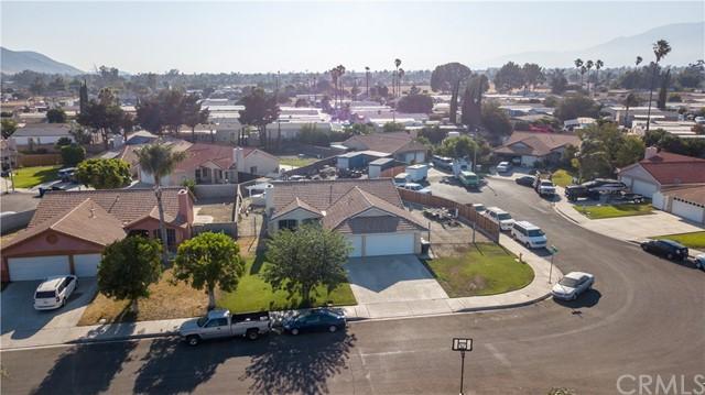 Pending | 10840 Olive Street Bloomington, CA 92316 31