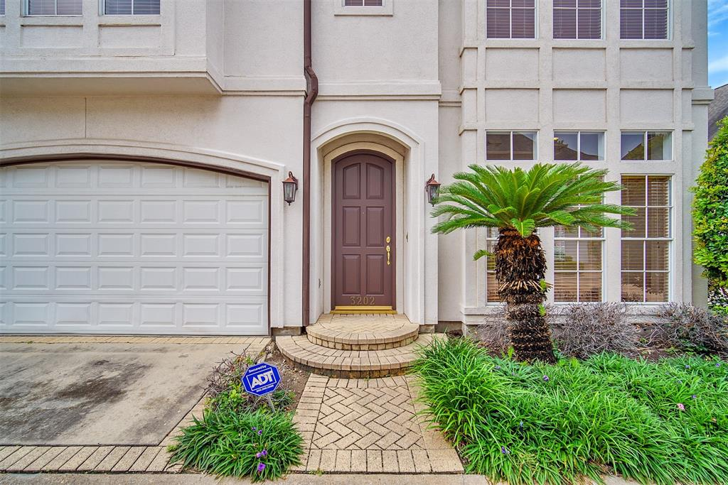 Off Market | 3202 S Pemberton Circle Drive Houston, Texas 77025 3
