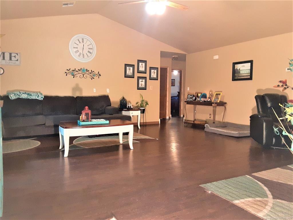 Active | 901 N KIOWA Chouteau, Oklahoma 74337 9